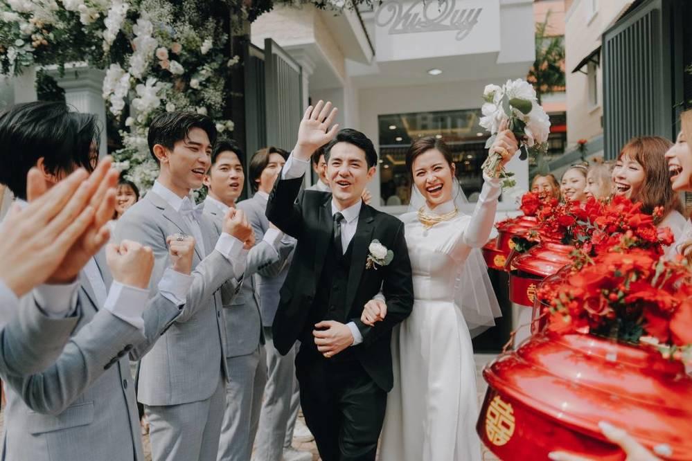 Đông Nhi và các mỹ nhân Việt mặc áo dài trắng tinh khôi trong lễ cưới - Tin sao Viet - Tin tuc sao Viet - Scandal sao Viet - Tin tuc cua Sao - Tin cua Sao