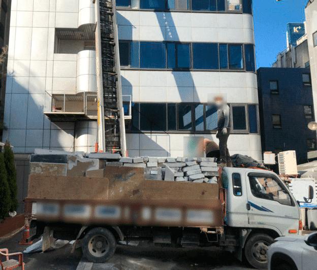 Tuy nhiên tòa nhà của Daesung hiện đang trong quá trình phá dỡ. (Ảnh: Naver)
