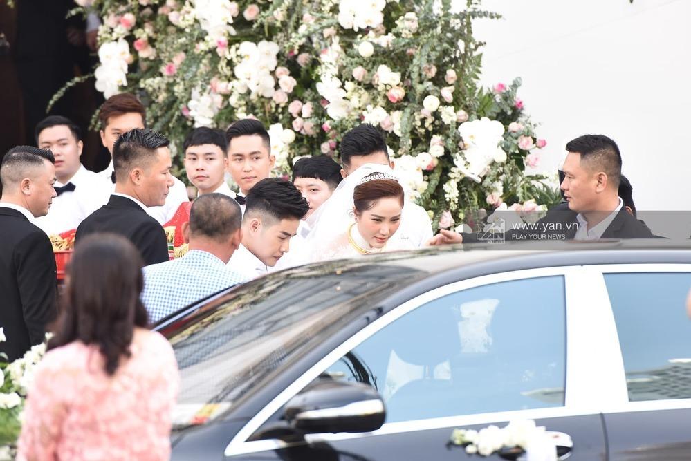 Bảo Thy đọc lời tuyên thệ tại nhà thờ trong lễ cưới với chồng đại gia - Tin sao Viet - Tin tuc sao Viet - Scandal sao Viet - Tin tuc cua Sao - Tin cua Sao