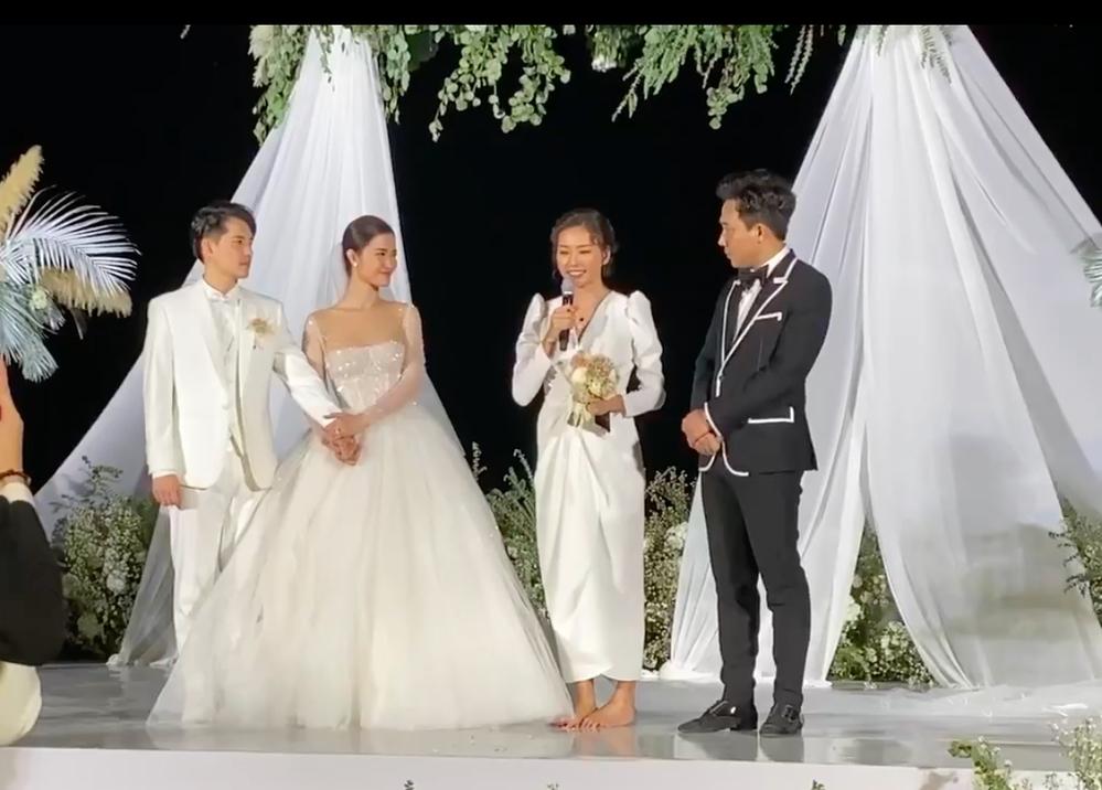Ngô Thanh Vân hoang mang khi bị ép cầm hoa cưới của Đông Nhi ở hôn lễ - Tin sao Viet - Tin tuc sao Viet - Scandal sao Viet - Tin tuc cua Sao - Tin cua Sao