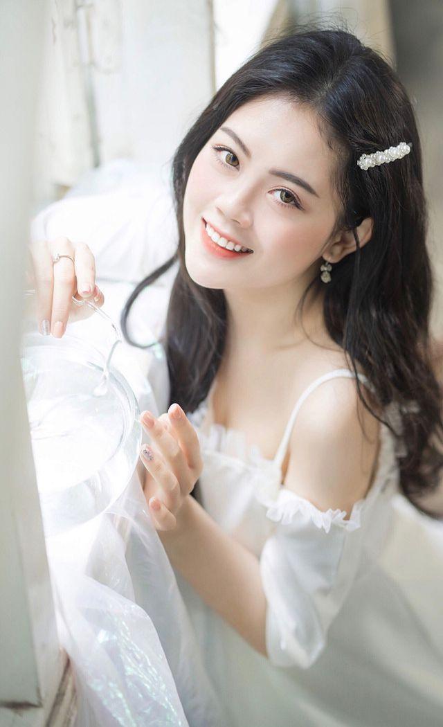 Yến Chi không chỉ xinh đẹp mà còn học giỏi.