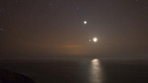 Cách đây không lâu thì Sao Mộc và Sao Kim cũng đã từng xuất hiện cùng nhau trên bầu trời đêm. (Ảnh: vietnamnet)