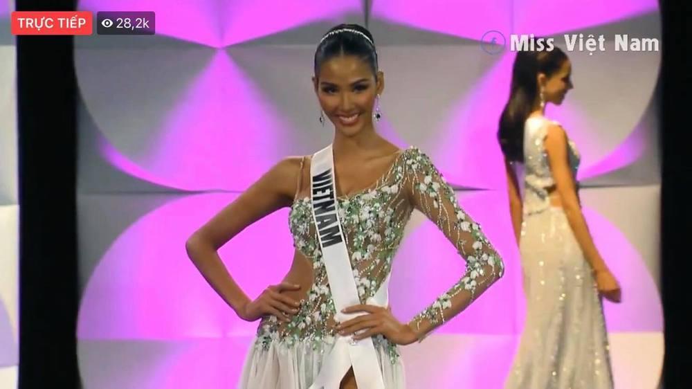 Hoàng Thùy diện váy NTK Công Trí thi Bán kết Miss Universe 2019 - Tin sao Viet - Tin tuc sao Viet - Scandal sao Viet - Tin tuc cua Sao - Tin cua Sao