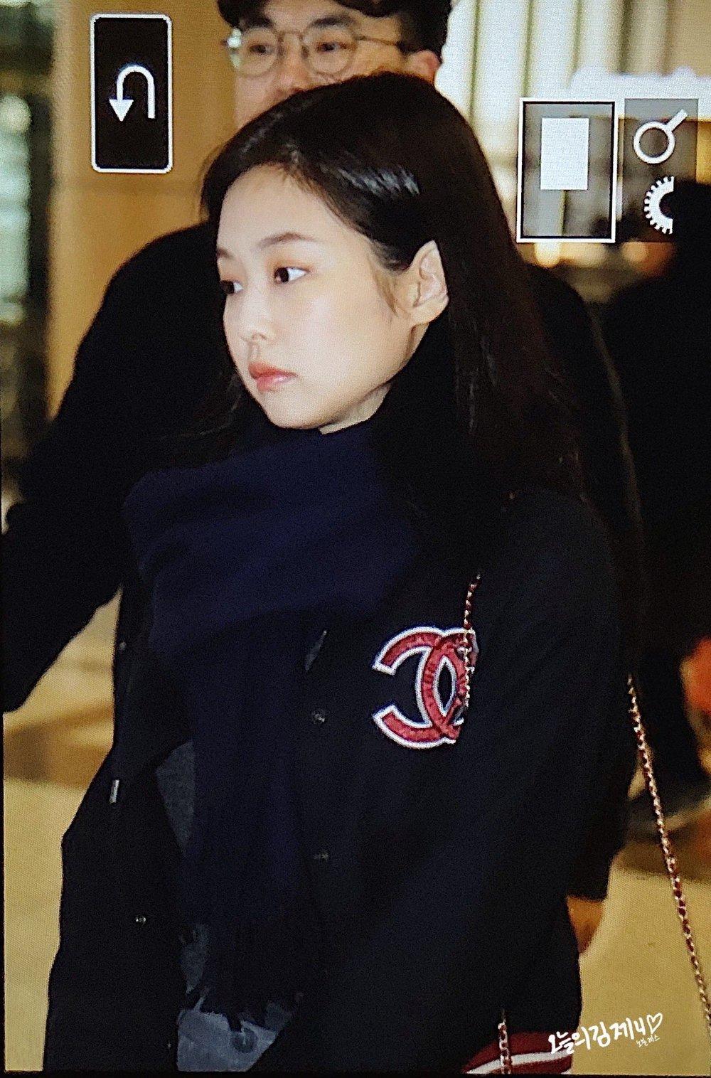 Jennie khiến fan lo lắng khi xuất hiện muộn với gương mặt mệt mỏi