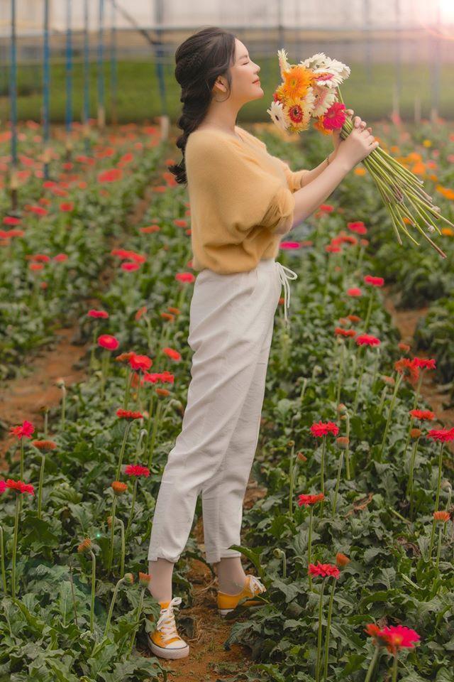 Lý Nhã Kỳ tự tay thu hoạch hoa trong resort tiền tỷ ở Đà Lạt - Tin sao Viet - Tin tuc sao Viet - Scandal sao Viet - Tin tuc cua Sao - Tin cua Sao