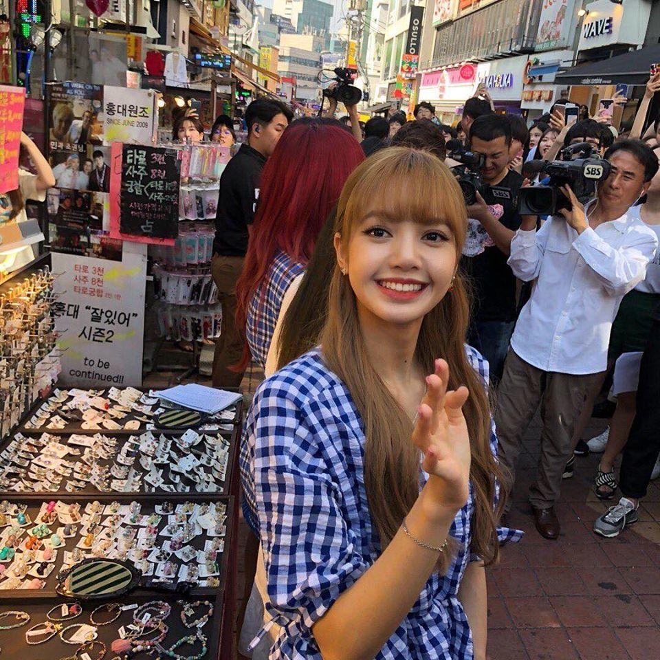 Đọ nhan sắc của Tzuyu (TWICE) và Lisa (BLACKPINK) qua camera thường