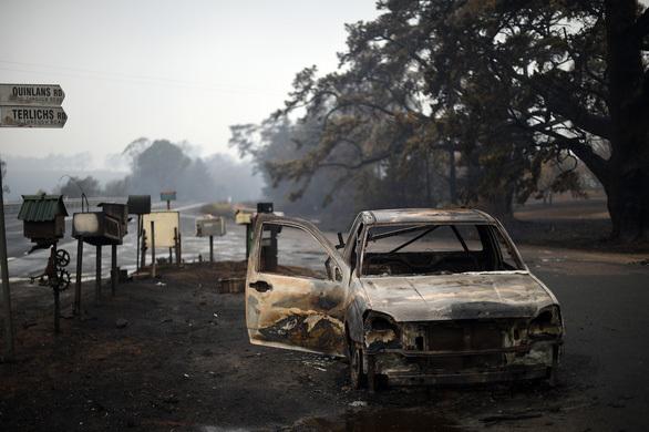 Khung cảnh hoang tàn sau đợt cháy kéo dài (Ảnh: AFP)
