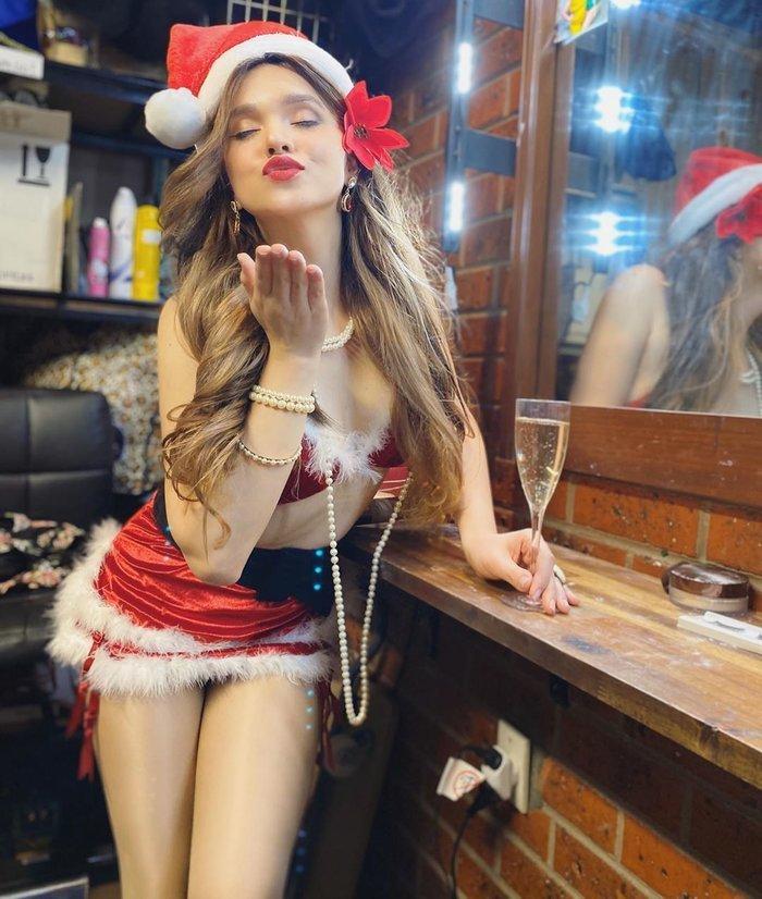 Người đẹp đến từ Úc có phong cách ăn mặc sexy và thân hình quyến rũ.(Ảnh: Instagram) - Tin sao Viet - Tin tuc sao Viet - Scandal sao Viet - Tin tuc cua Sao - Tin cua Sao