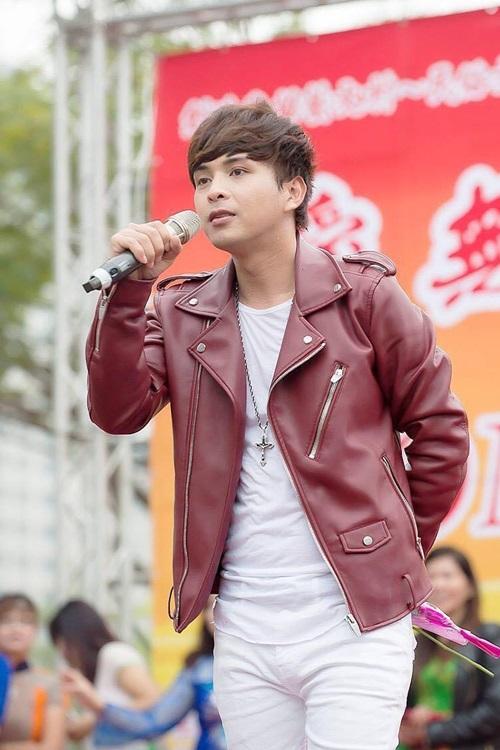 Hồ Quang Hiếu thường xuyên trình diễn các ca khúc Bảo Anh.