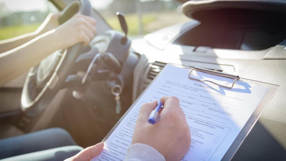 Mức phí học lái xe ô tô sẽ không thể lên tới 30 triệu đồng (Ảnh minh họa: Pinterest)