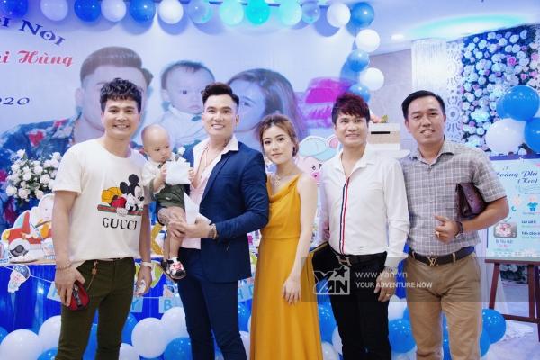 Lâm Hùng, Lương Gia Huy có mặt chúc mừng cho con trai của Lâm Chấn Huy.