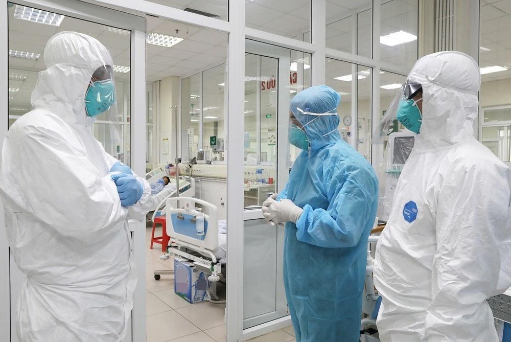 Các bác sĩ liên tục theo dõi tình hình sức khỏe của các bệnh nhân (Ảnh: 24h)