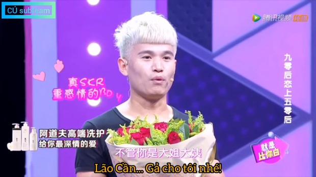 Anh phi công 28 tuổi cầu hôn bạn gái U60 ngay trên sóng truyền hình. (Ảnh: Cú subteam)
