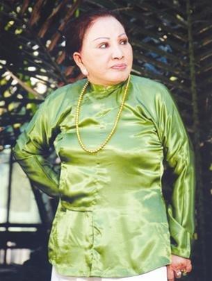 Hồng Nga xuất sắc nhất là khi hoá thân vào vai bà hội đồng, bà mẹ chồng độc ác. (Ảnh: Tuổi Trẻ Cuối Tuần)