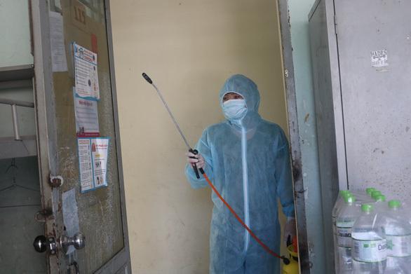 KTX khu A, Đại họcQuốc gia TP. Hồ Chí Minhđược khử khuẩn đảm bảo công tác cách ly. (Ảnh: Tuổi Trẻ)