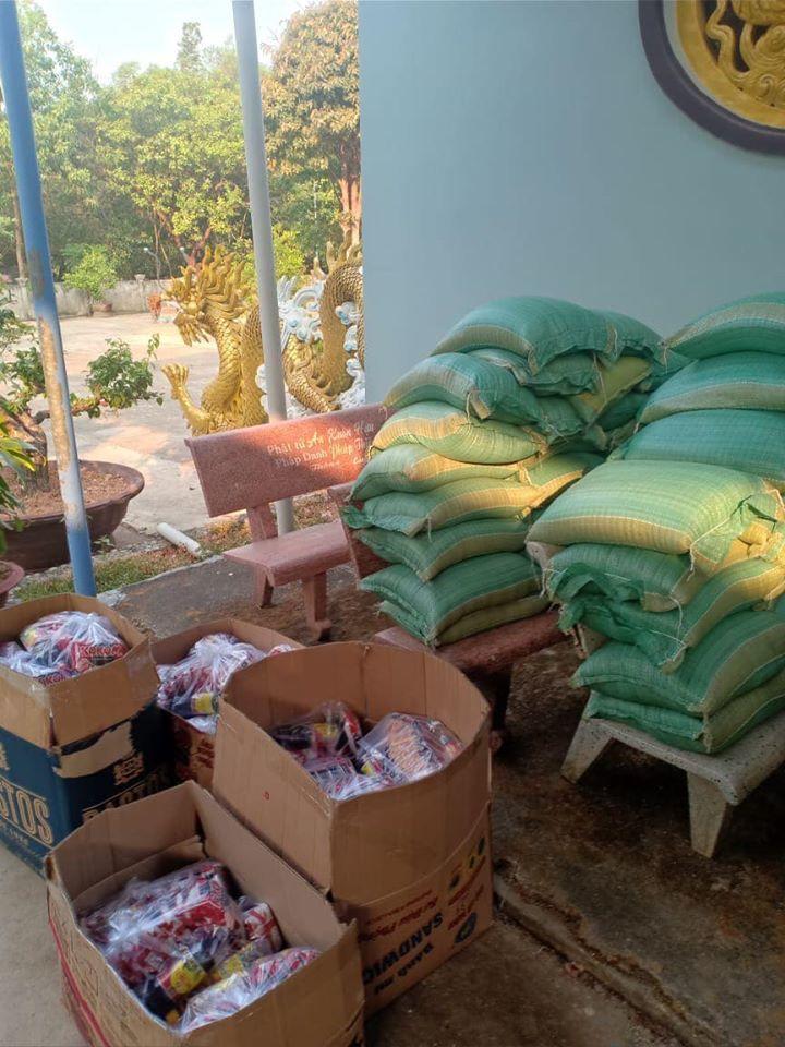 Các phần quà được chuẩn bị sẵn và mang đến các tỉnh xa. (Ảnh: FBNV) - Tin sao Viet - Tin tuc sao Viet - Scandal sao Viet - Tin tuc cua Sao - Tin cua Sao