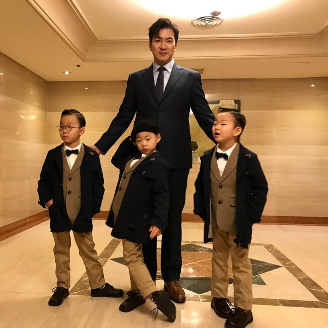 Song Il Gook và ba chàng quý tử. (Ảnh: Pinterest)