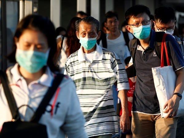 Việc một số quốc gia bùng dịch trở lại chính là bài học để chúng ta cảnh giác, cẩn thận hơn (Ảnh: Reuters)