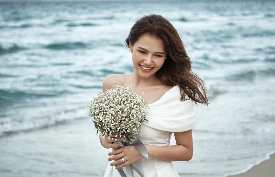 """Phanh Lee mớiđâyđã """"nhá hàng"""" mộtítảnh trong số bộhìnhcưới của cô.Ảnh: FBNV"""