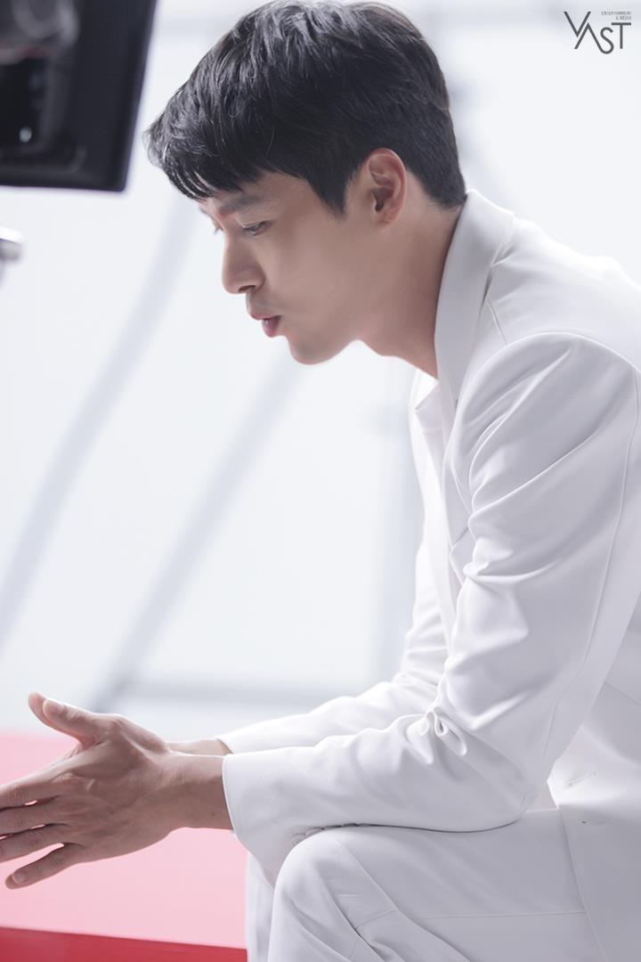 Bên trong vẻ mạnh mẽ nghiêm nghị,Hyun Bin cũng cực kỳ dễ thương và thân thiện (Ảnh VAST)