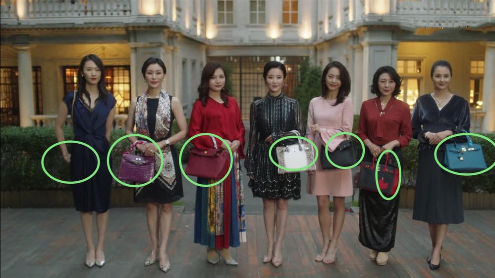 Bữa trà chiều hay cuộc phô bày sự giàu có giữa các bà vợ giới thượng lưu (Ảnh Weibo)