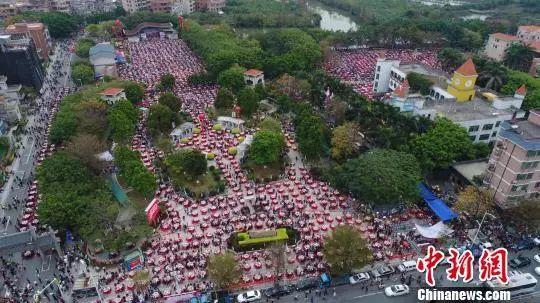 Bữa tiệc quy tụ hơn 3.000 khách bạn đã thấy bao giờ chưa? (Ảnh: Chinanews)