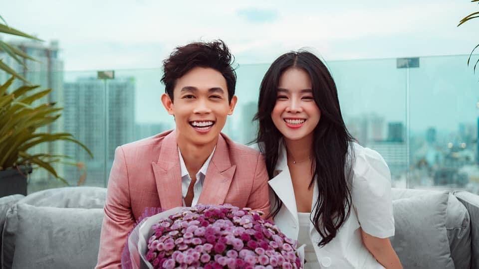 Cặp đôi đã có thời khắc và không gian rất lãng mạn trong buổi lễ cầu hôn bất ngờ. (Ảnh: FBNV) - Tin sao Viet - Tin tuc sao Viet - Scandal sao Viet - Tin tuc cua Sao - Tin cua Sao