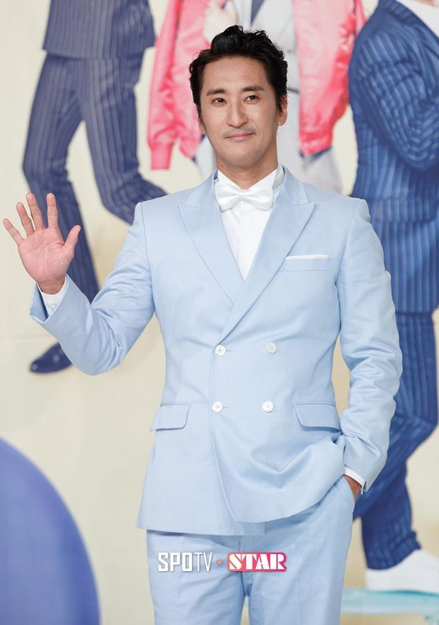 Không chỉ Shin Hyun Joon mà mẹ anh cũng tham gia bóc lột quản lý Kim. (Ảnh: SportTV).