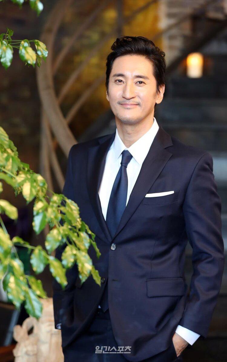 Shin Hyun Joon bị tốtrả lương thấp và không làm hợp đồng cho quản lý cũ. (Ảnh: Naver).