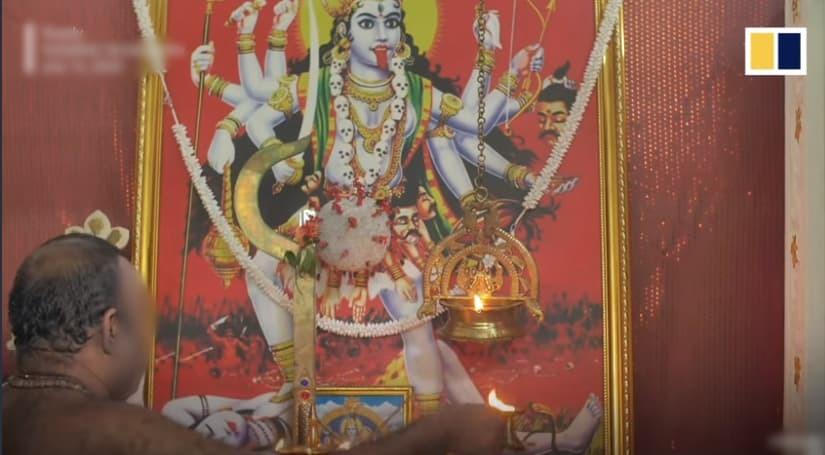 Người đàn ông Ấn Độ lập đền thờ Virus Corona. (Ảnh: SCMP)