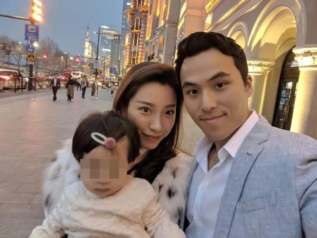 Hai vợ chồng Tề Kiều - Hà Du Khải. (Ảnh: Weibo)