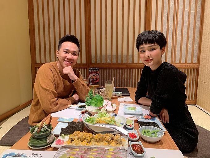Hai người hẹn nhau đi ăn tối.(Ảnh: FBNV)
