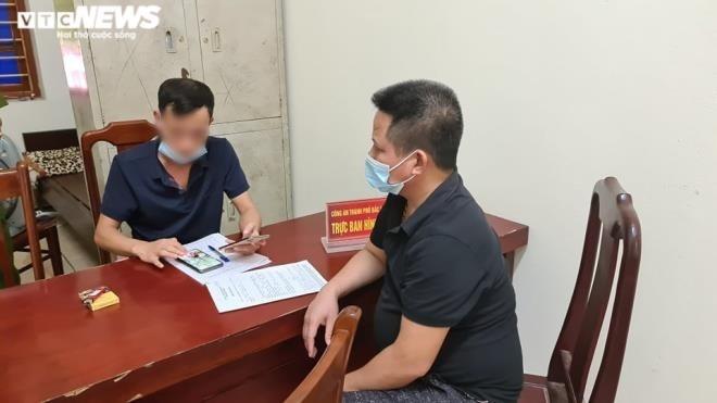 Chủ quán nướng được mời tới trụ sở công an để làm việc (Ảnh: VTC News)