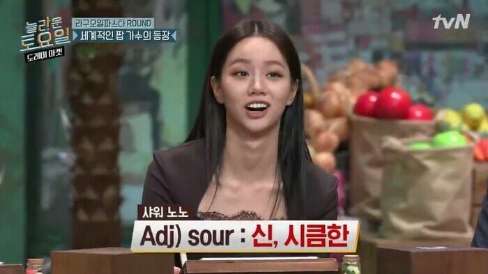 Hyeri tranh thủ thời cơ để quảng bá cho bài hát của nhóm nhạc hậu bối (Ảnh chụp màn hình)
