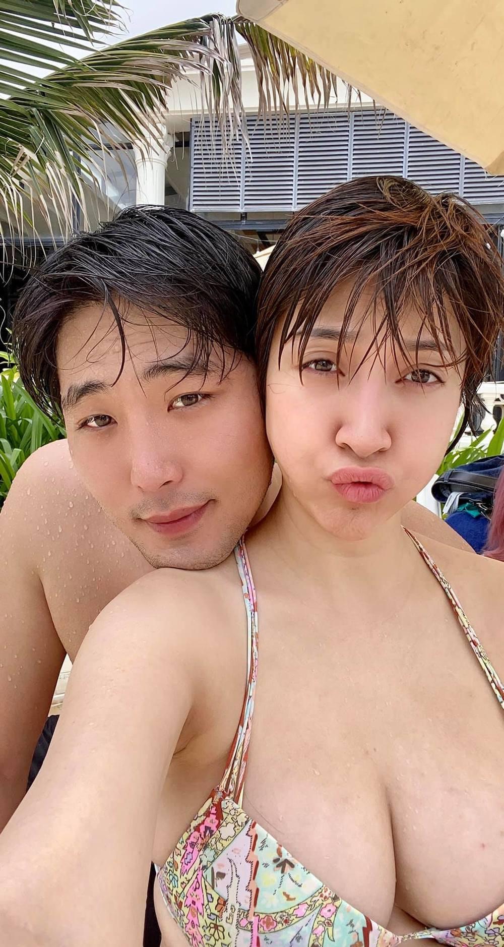 Cặp đôi vừa xuống Vũng Tàu để thư giãn. (Ảnh: FBNV) - Tin sao Viet - Tin tuc sao Viet - Scandal sao Viet - Tin tuc cua Sao - Tin cua Sao