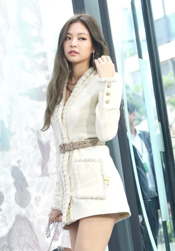 Jennie mặc chiếc jacket sang chảnh tại sự kiệnMademoiselle Prive Chanel. Ảnh: Naver