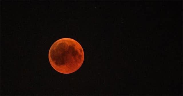 Trăng to tròn và có màu đỏ xuất hiện vào tối 3/9 (Ảnh: Chuyện của Hà Nội)