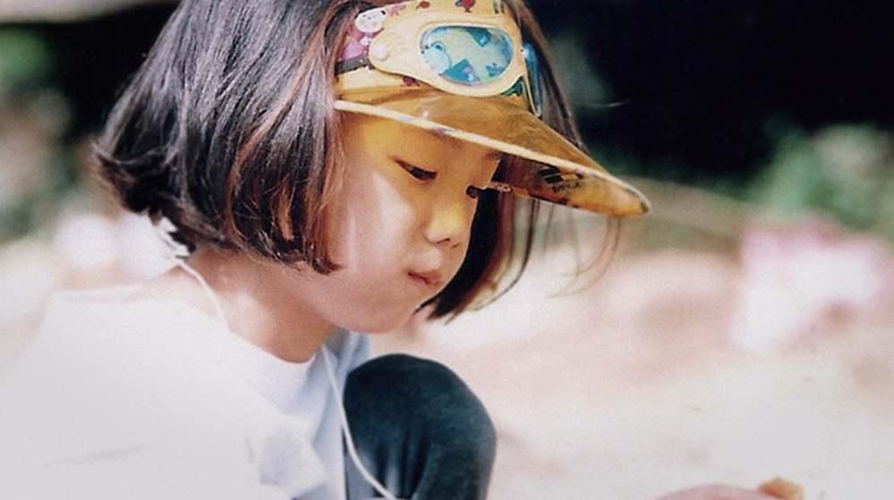 Nét ảnh quá đỗi dễ thương của Jisoo ngày bé. (Ảnh: Chụp màn hình)