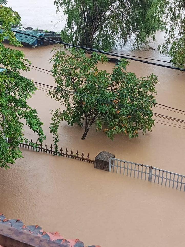 Nước ngập lênh láng khắp nơi. (Ảnh: Quảng Trị 24h).