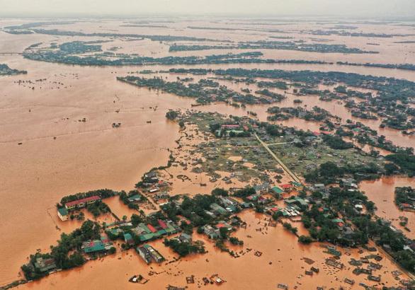 Quảng Trị bị ngập lụt nghiêm trọng vì lũ.(Ảnh: Tuổi Trẻ).