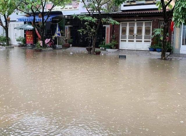 Thừa Thiên - Huếđangđón nhận những cơn mưa lớn, nước lũ dâng cao. (Ảnh: Dân Trí)