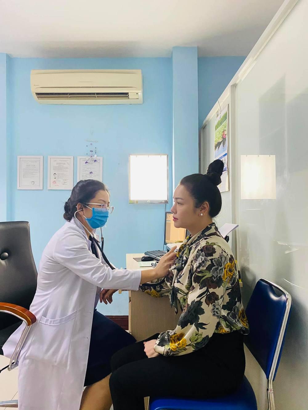 Dù biết ca phẫu thuật này sẽ ảnh hưởng đến giọng nói nhưng bắt buộc cần điều trị sớm nhất có thể. (Ảnh: FBNV) - Tin sao Viet - Tin tuc sao Viet - Scandal sao Viet - Tin tuc cua Sao - Tin cua Sao