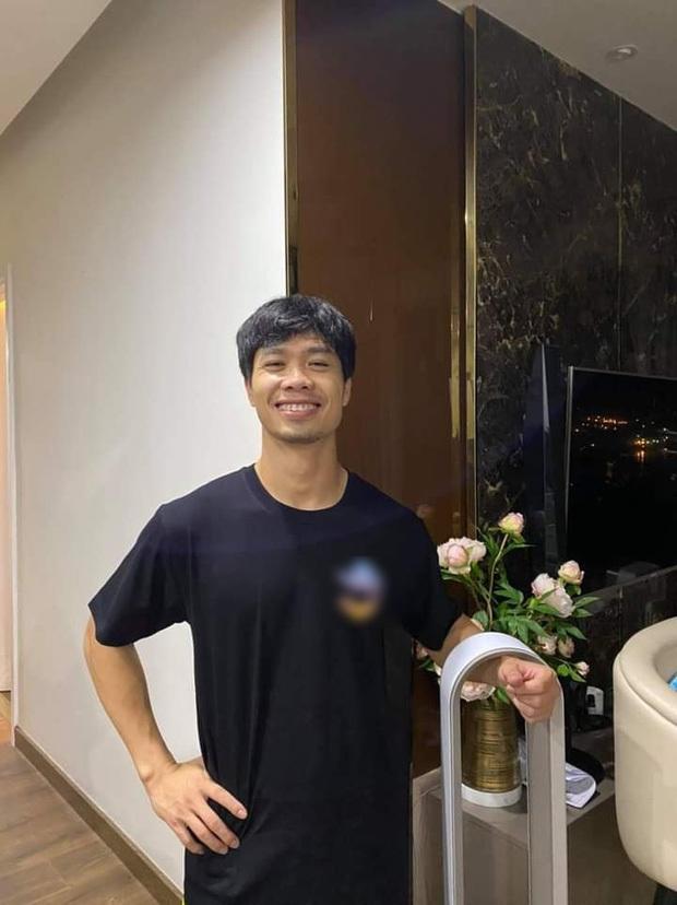 Trước đây, Văn Toàn cũng rất hay tặng Công Phượng những chiếc áo do chính anh thiết kế. (Ảnh: Công Phượng FC)
