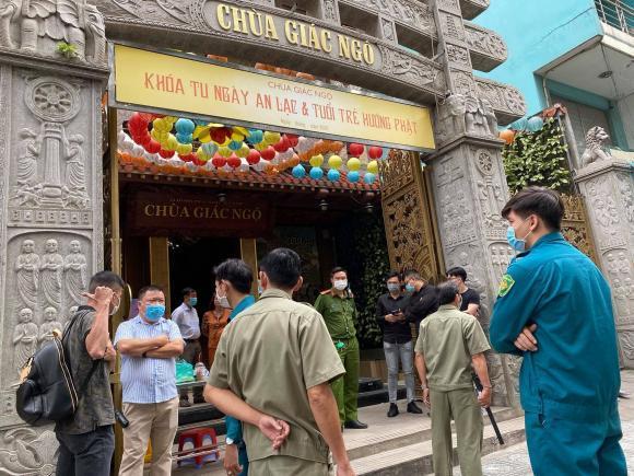 An ninh được bố trí chặt chẽ trước cổng chùa. (Ảnh: Vietnamnet) - Tin sao Viet - Tin tuc sao Viet - Scandal sao Viet - Tin tuc cua Sao - Tin cua Sao
