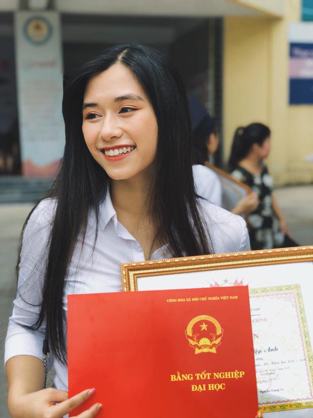 Cô nàng tốt nghiệp với danh hiệu sinh viên xuất sắc toàn trường. (Ảnh: FBNV)