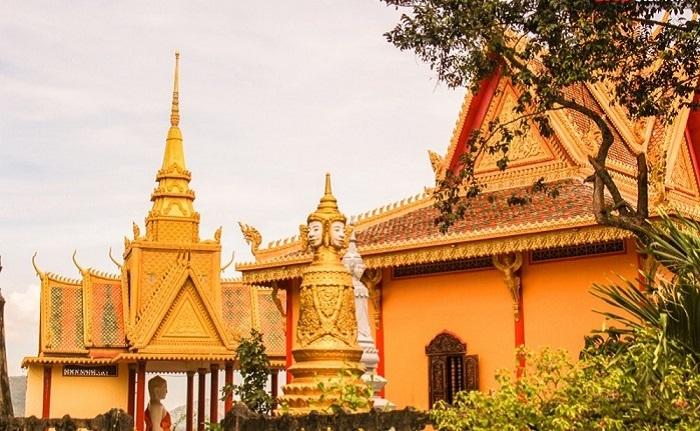 Kiến trúc Khmer đặc trưng thể hiện qua từngchi tiết.(Ảnh: Du lịch Việt Nam)