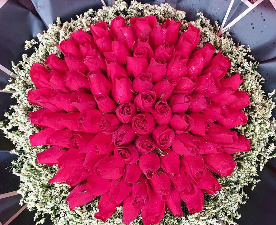 Một bó hoa có giá lên tới 2 triệu đồng. (Ảnh: Hà Nội Mới)
