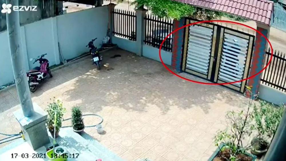 Vụ trộm xảy ra vào chiều 17/3. (Ảnh: Cắt từ clip)