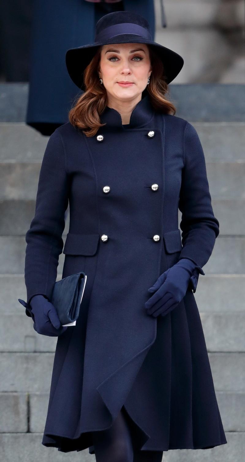 Trang phục màu đen gần như là điều bắt buộc đối vớicác thành viên Hoàng gia. (Ảnh: Pinterest)