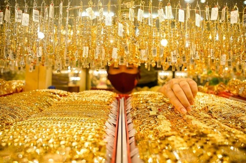 Mua vàng tích trữ cũng là thói quen của nhiều người. (Ảnh minh họa: Báo Pháp Luật)
